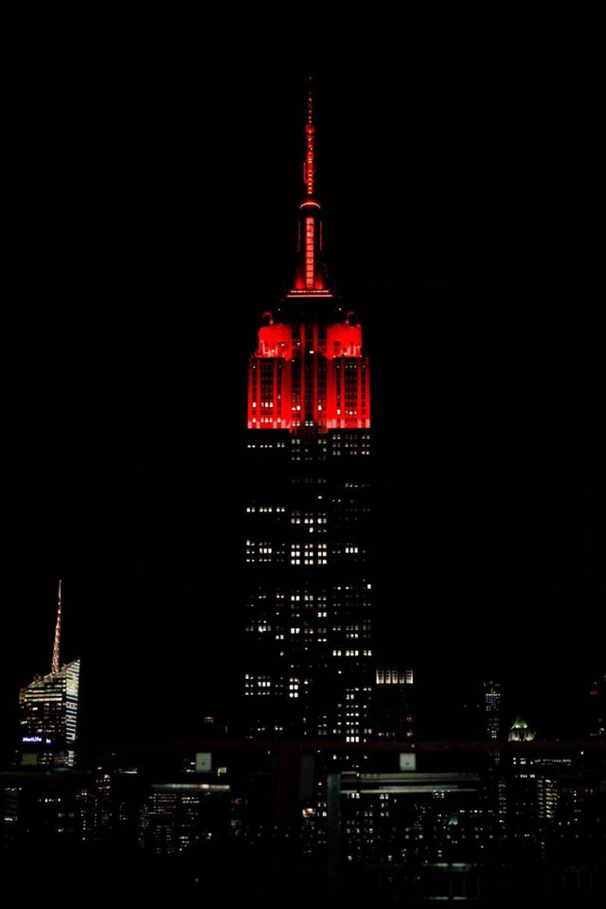 World Blood Cancer Day: Lilou supports Delete Blood cancer USA at the Empire State building with Supermodel Coco Rocha!